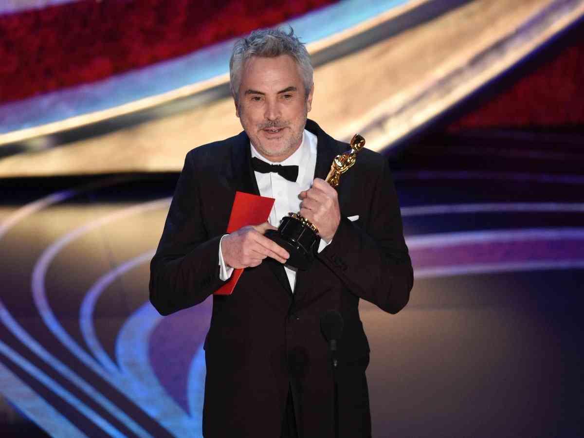 उत्कृष्ट निर्देशककाे ओस्कर पुरस्कार लिँदै अल्फान्साे क्युराेन