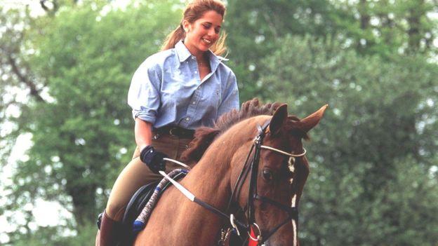 घोडसवारीमा राजकुमारी हया